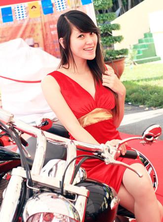 người mẫu việt tại triển lãm môtô 2009 - 1