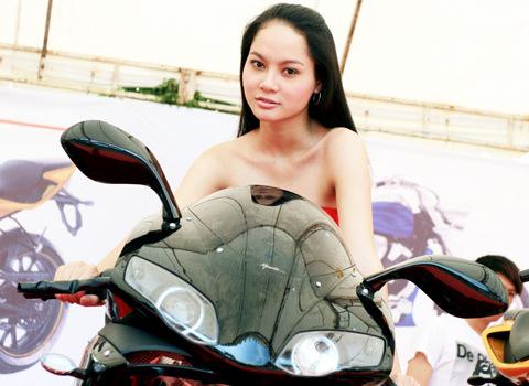 người mẫu việt tại triển lãm môtô 2009 - 2