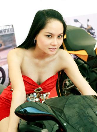 người mẫu việt tại triển lãm môtô 2009 - 3