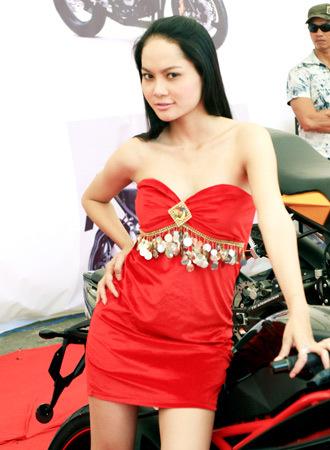 người mẫu việt tại triển lãm môtô 2009 - 4