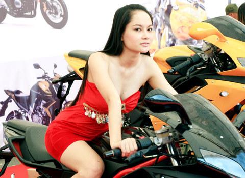 người mẫu việt tại triển lãm môtô 2009 - 5