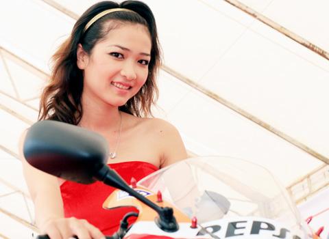 người mẫu việt tại triển lãm môtô 2009 - 7