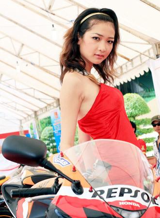 người mẫu việt tại triển lãm môtô 2009 - 8