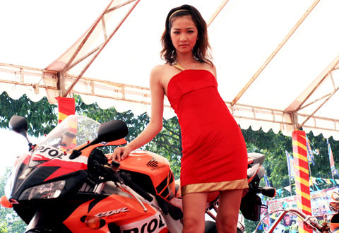 người mẫu việt tại triển lãm môtô 2009 - 9