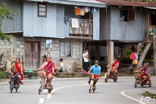 đua scooter gỗ ở philippines - 2