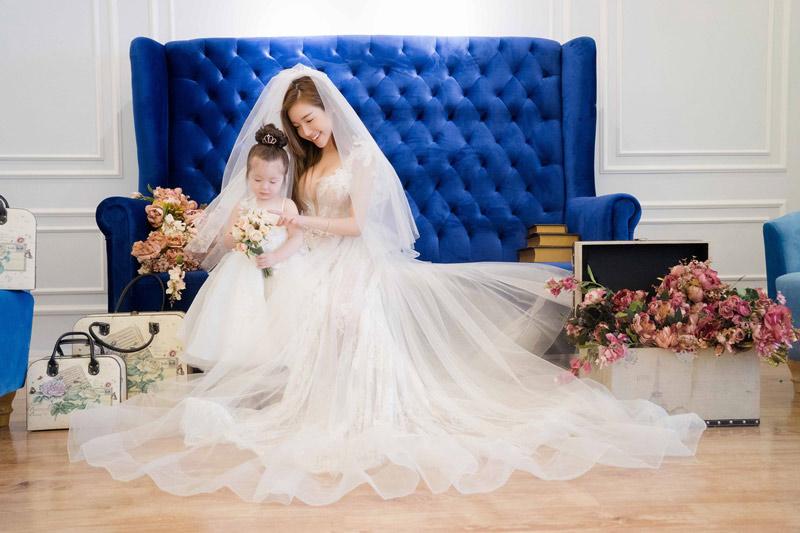 Elly trần tung ảnh mặc váy cưới lộng lẫy cùng hai con hút fan rầm rầm - 6