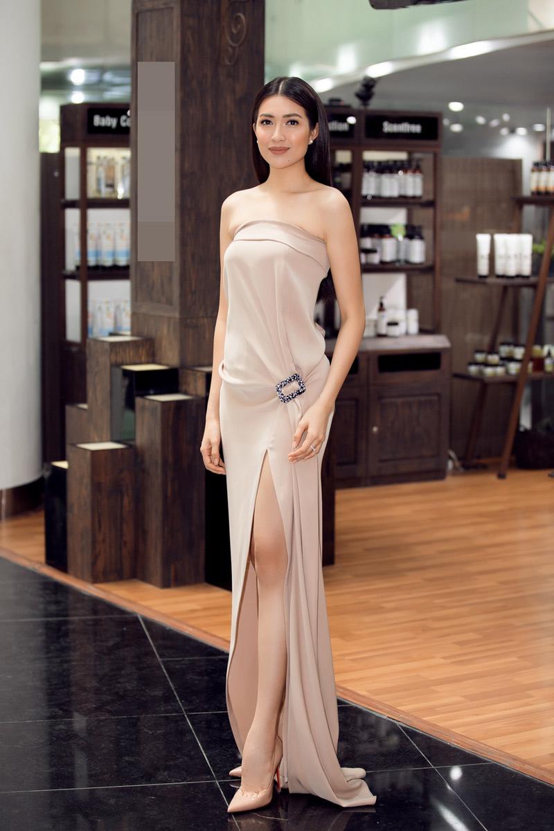 Lệ hằng thách thức đường cong cơ thể bằng váy suông xẻ sâu bất tận - 4