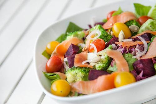 Ngon khó cưỡng với 6 món salad thanh lọc cơ thể - 4