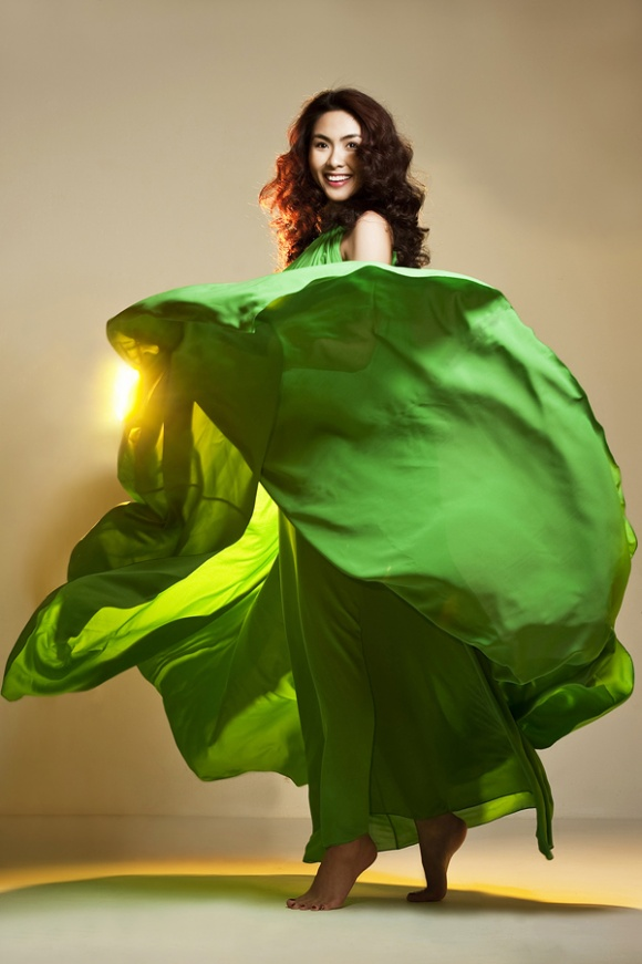 Những pha tung váy maxi đẹp xuất sắc của tăng thanh hà angela phương trinh - 1
