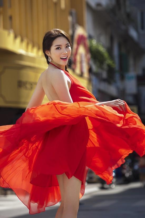 Những pha tung váy maxi đẹp xuất sắc của tăng thanh hà angela phương trinh - 2