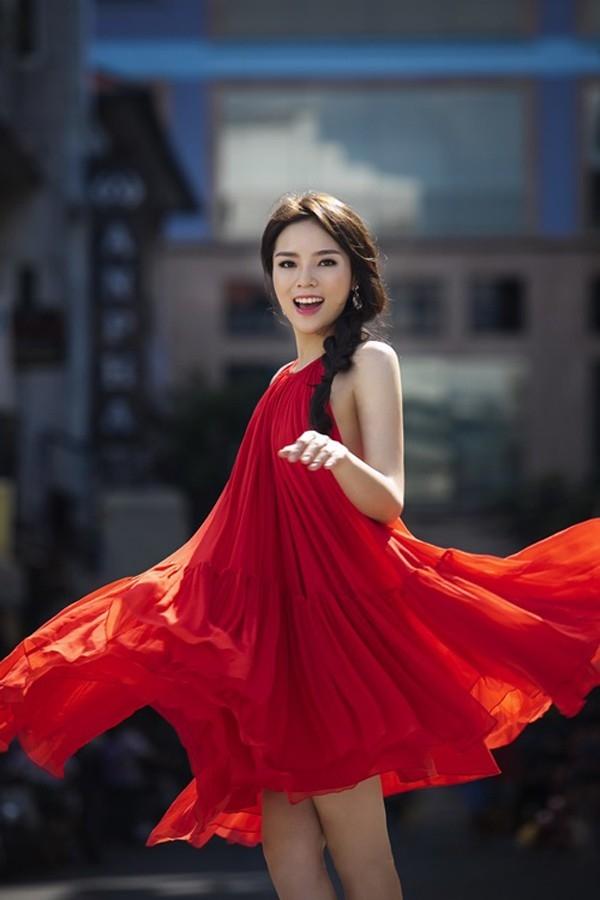 Những pha tung váy maxi đẹp xuất sắc của tăng thanh hà angela phương trinh - 3