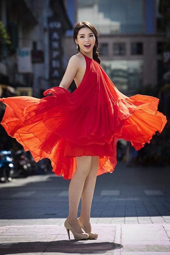 Những pha tung váy maxi đẹp xuất sắc của tăng thanh hà angela phương trinh - 4
