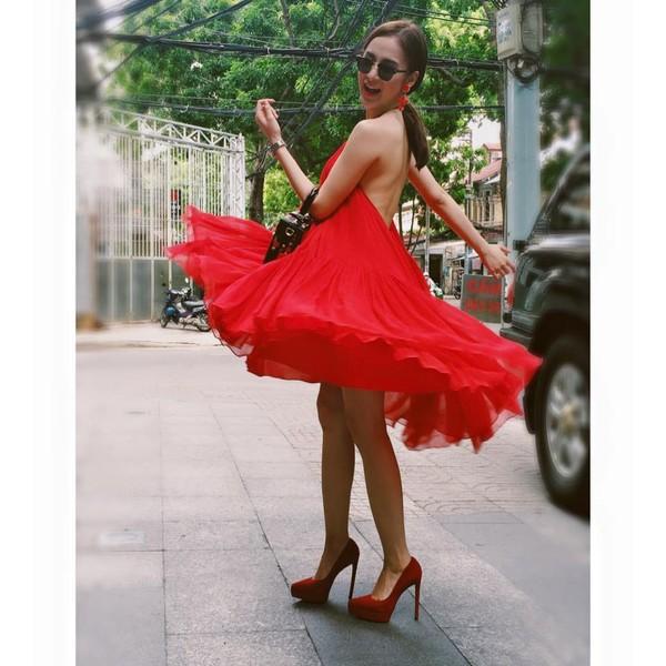 Những pha tung váy maxi đẹp xuất sắc của tăng thanh hà angela phương trinh - 5