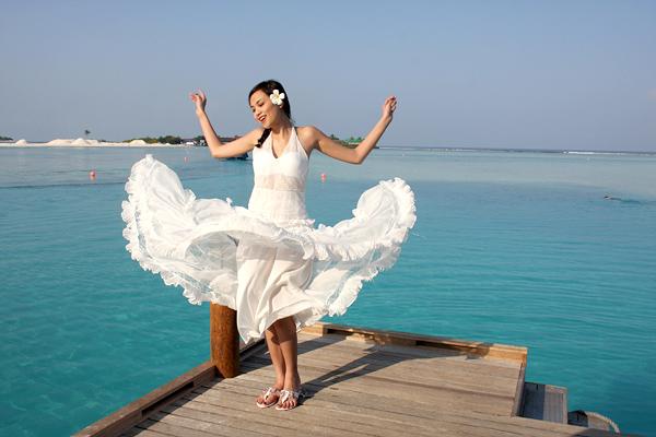 Những pha tung váy maxi đẹp xuất sắc của tăng thanh hà angela phương trinh - 8