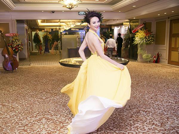 Những pha tung váy maxi đẹp xuất sắc của tăng thanh hà angela phương trinh - 10