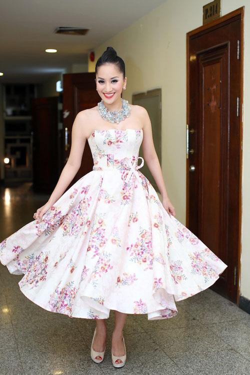 Những pha tung váy maxi đẹp xuất sắc của tăng thanh hà angela phương trinh - 12
