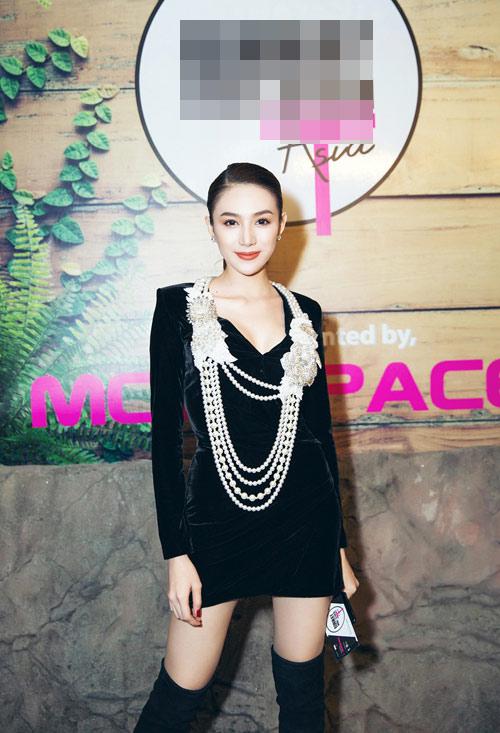 Thời trang sao việt xấu mẫu tây andrea bị chỉ trích dữ dội vì mặc áo in hình nhạy cảm - 3