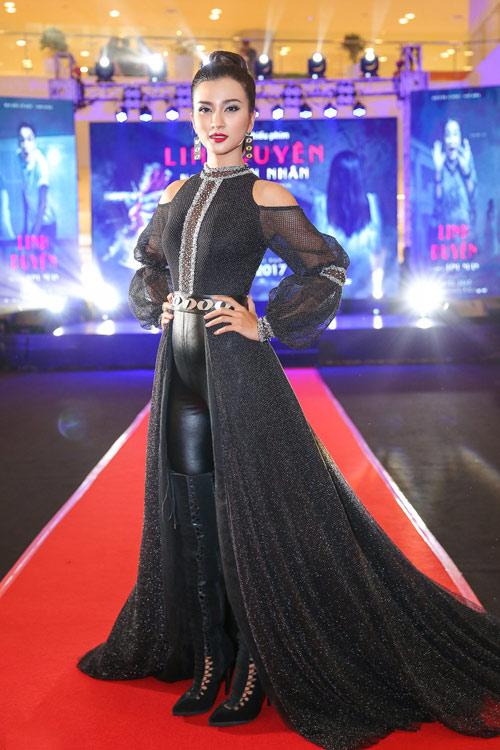 Thời trang sao việt xấu mẫu tây andrea bị chỉ trích dữ dội vì mặc áo in hình nhạy cảm - 4