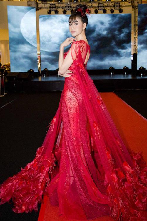 Thời trang sao việt xấu mẫu tây andrea bị chỉ trích dữ dội vì mặc áo in hình nhạy cảm - 6
