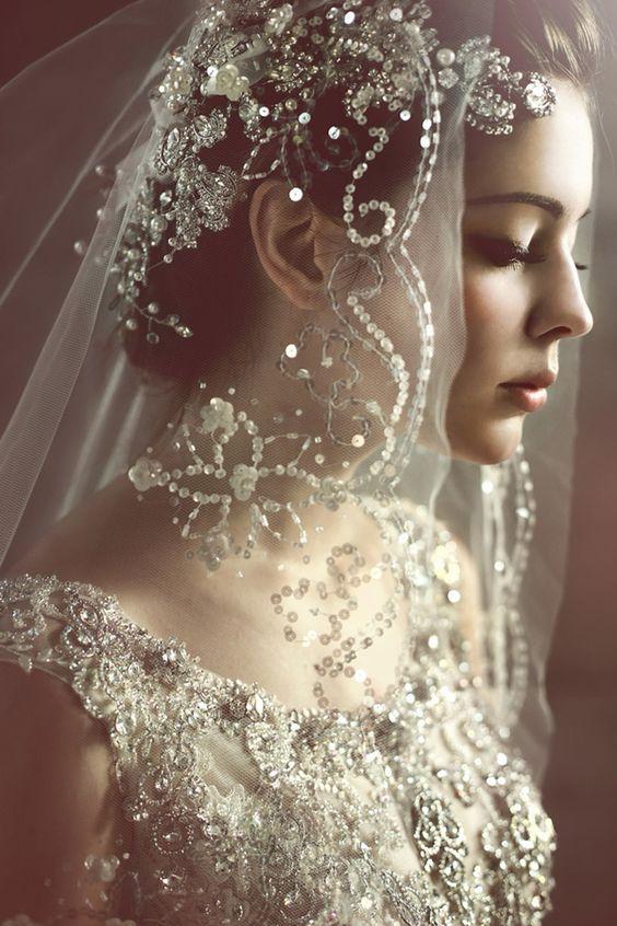 4 ý nghĩa bất ngờ thú vị của mạng che mặt cô dâu trong ngày cưới - 6