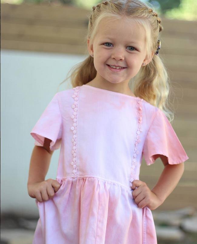 Bà mẹ vượt qua trầm cảm sau sinh nhờ tài may váy cho con gái từ áo sơ mi của chồng - 10