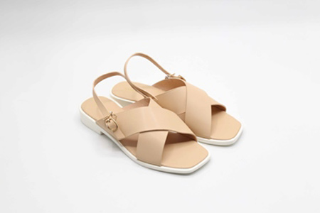 Bí quyết chọn sandals hợp với đôi chân cho ngày hè năng động - 3