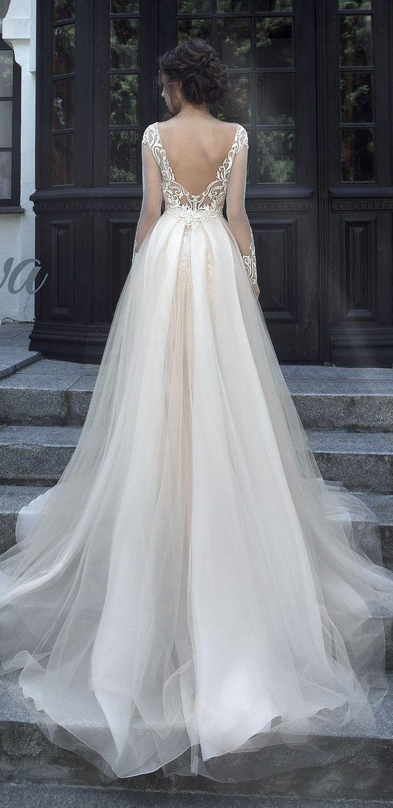 Chân ngắn ngực lép ngày cưới biết mặc gì để không bị mẹ chồng chê - 14