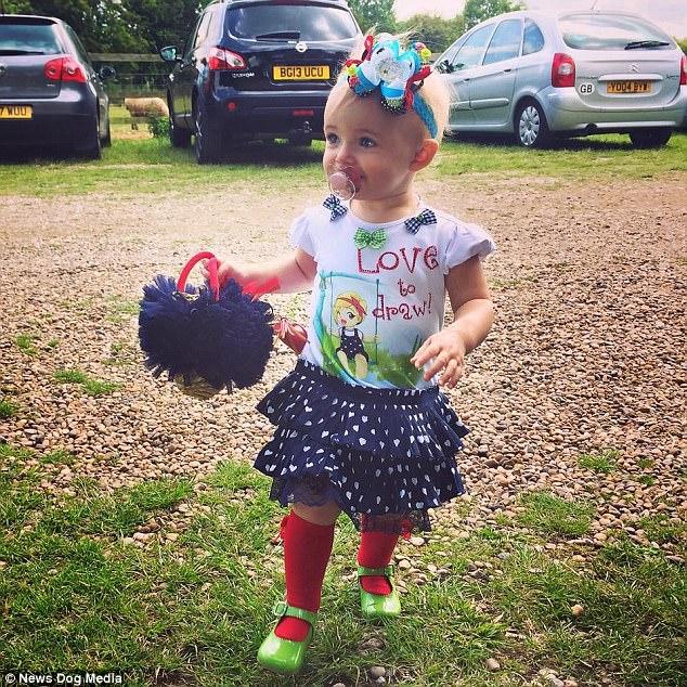 Cô nhóc 3 tuổi gây tranh cãi khi dùng toàn hàng hiệu - 8