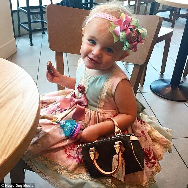 Cô nhóc 3 tuổi gây tranh cãi khi dùng toàn hàng hiệu - 9