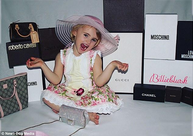Cô nhóc 3 tuổi gây tranh cãi khi dùng toàn hàng hiệu - 11