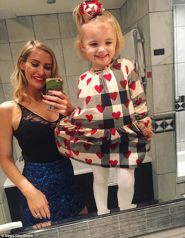 Cô nhóc 3 tuổi gây tranh cãi khi dùng toàn hàng hiệu - 12