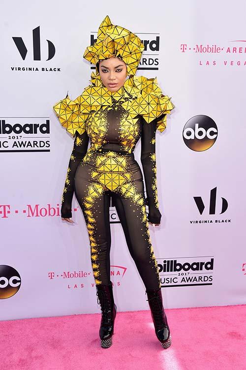 Dàn sao ăn mặc khủng hoảng tại billboard music award 2017 - 1
