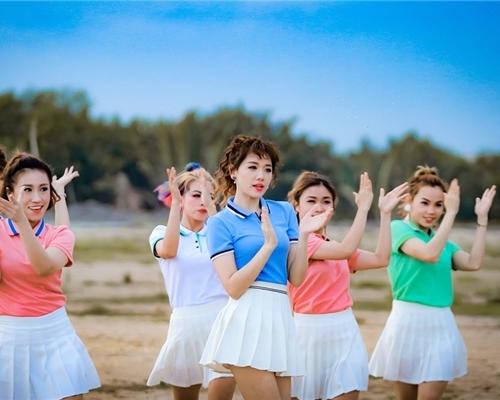 Fan thích thú với những kiểu tóc đẹp mê hồn trong mv mới của hari won - 3