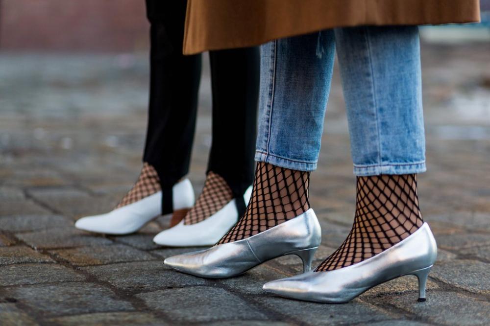 Hãy để đôi chân được thảnh thơi thư giãn với mốt giày đế thấp hot nhất thu đông 2017 - 1