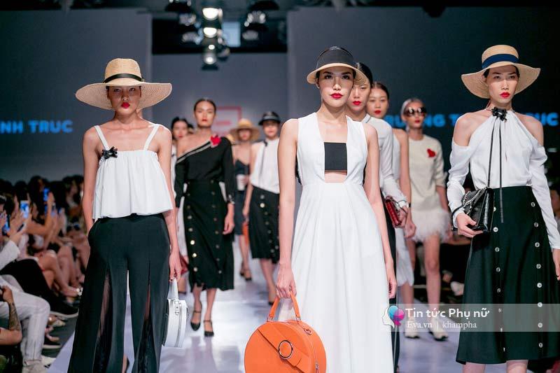 Lần đầu tiên trong lịch sự thời trang việt người mẫu catwalk mà chân không chạm sàn - 2