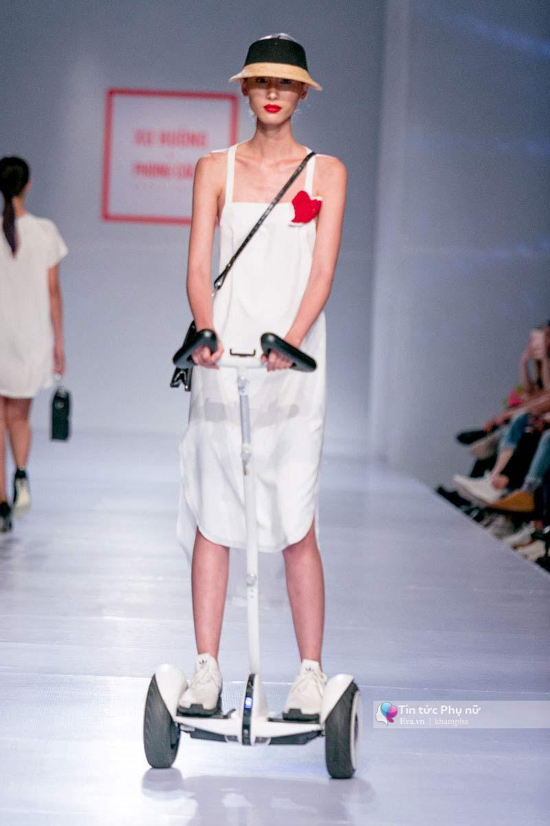 Lần đầu tiên trong lịch sự thời trang việt người mẫu catwalk mà chân không chạm sàn - 5