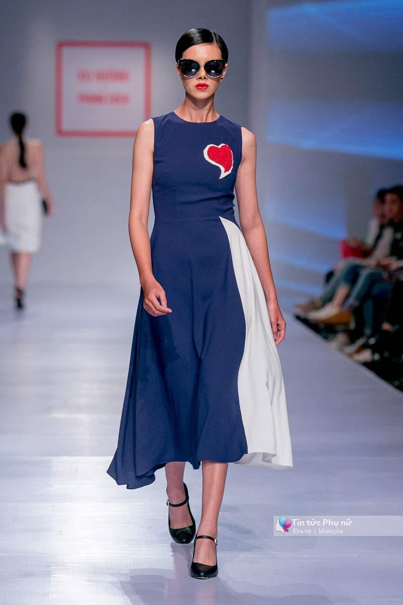 Lần đầu tiên trong lịch sự thời trang việt người mẫu catwalk mà chân không chạm sàn - 11