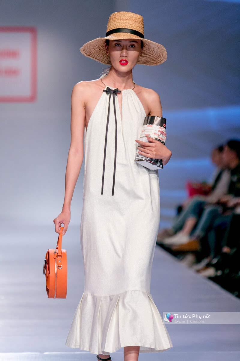 Lần đầu tiên trong lịch sự thời trang việt người mẫu catwalk mà chân không chạm sàn - 12