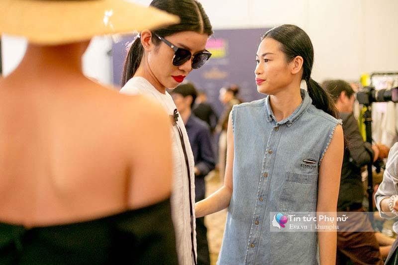 Lần đầu tiên trong lịch sự thời trang việt người mẫu catwalk mà chân không chạm sàn - 13