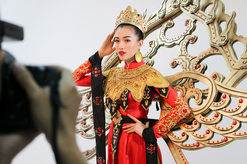 Lần đầu tiên trong lịch sử trang phục dân tộc của việt nam mới lạ và độc đáo đến thế - 7