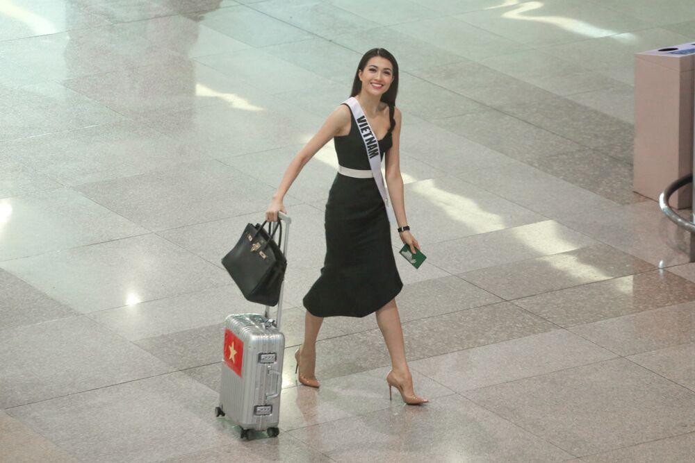 Lệ hằng xách túi 300 triệu toả sáng tại sân bay khi về nước - 1