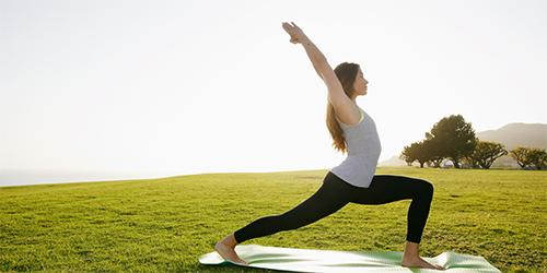 Mỡ bụng lâu năm sẽ bị triệt tận gốc với 3 động tác yoga cơ bản - 1