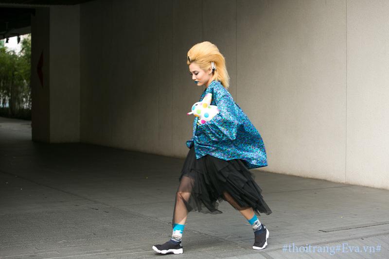 Nấm lùn fung la môi xanh tóc sư tử đại náo đường phố - 2