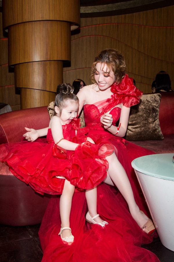 Ngắm ảnh này đi bạn sẽ hiểu vì sao elly trần và con gái cadie lại hot đến thế - 5