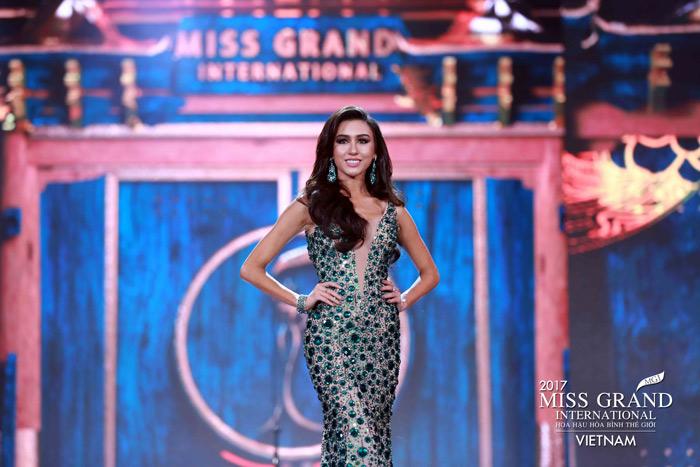 Người đẹp thái lan vấp té ngay trên sân khấu miss grand international 2017 - 4