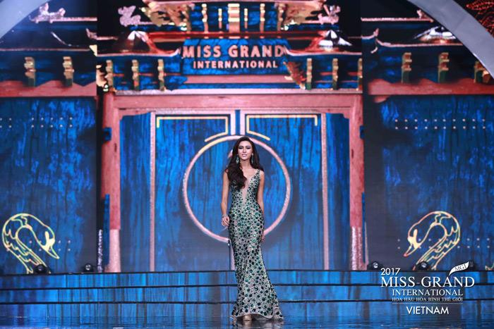 Người đẹp thái lan vấp té ngay trên sân khấu miss grand international 2017 - 5