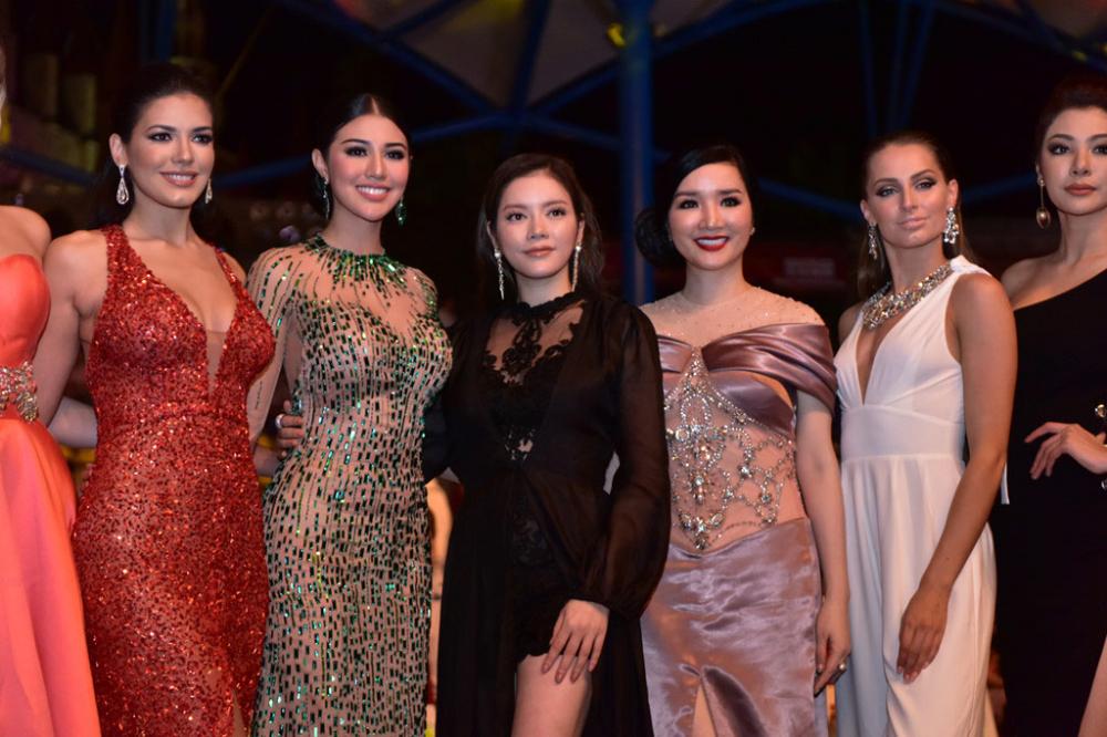 Người đẹp thái lan vấp té ngay trên sân khấu miss grand international 2017 - 7