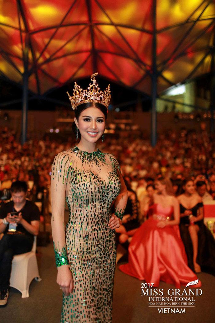 Người đẹp thái lan vấp té ngay trên sân khấu miss grand international 2017 - 8