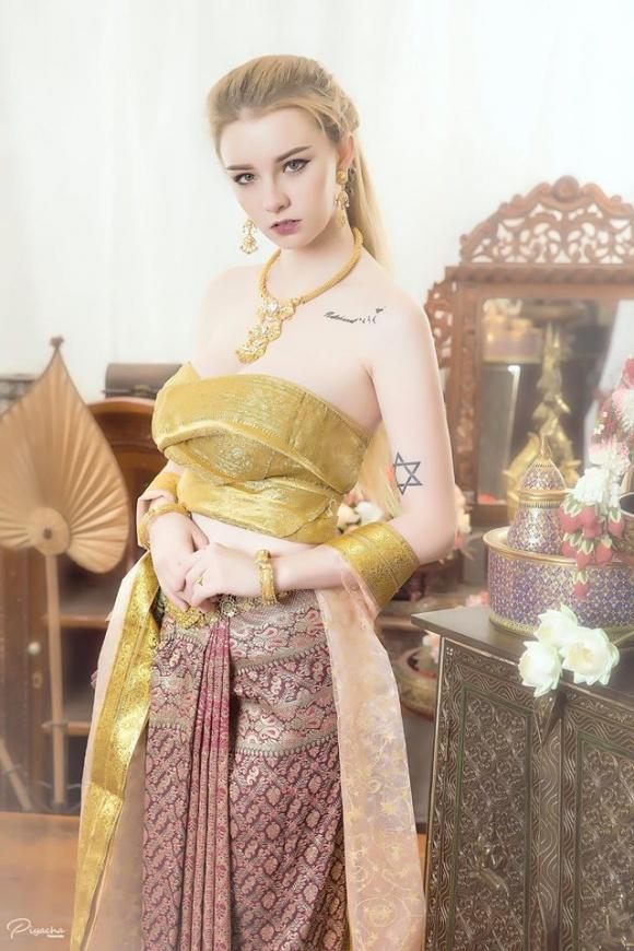 Nữ thần 18 tuổi thái lan gây tranh cãi khi mặc đồ truyền thống - 1