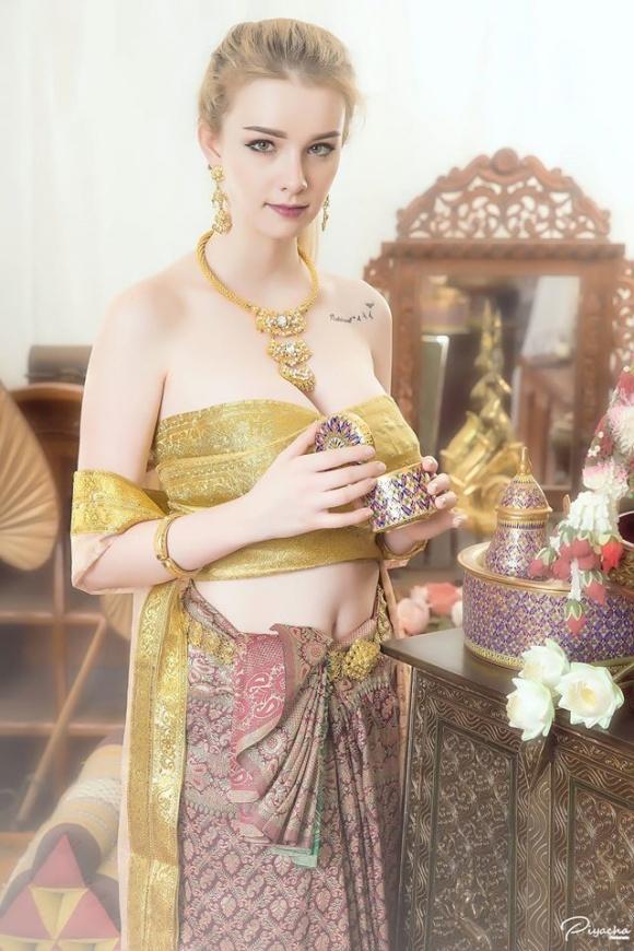 Nữ thần 18 tuổi thái lan gây tranh cãi khi mặc đồ truyền thống - 3